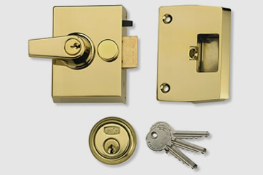 Cheaper Nightlatch installation by Brompton master locksmith